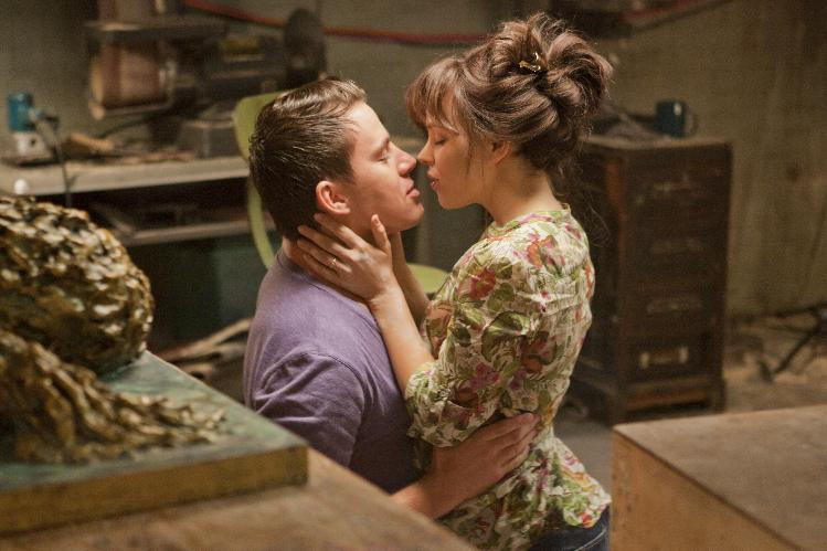 "In this image released by Columbia Pictures, Rachel McAdams, left, and Channing Tatum are shown in a scene from ""The Vow."" (AP Photo/Columbia Pictures/Sony, Kerry Hayes)"