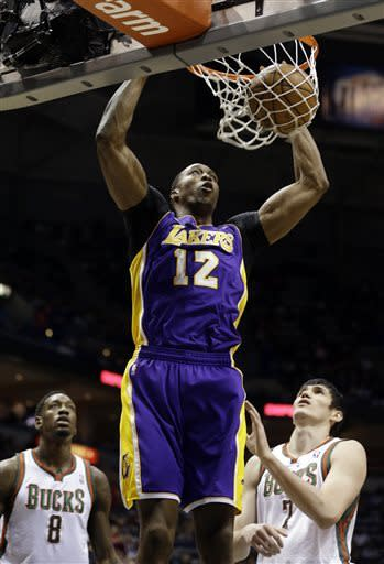 Bryant has bone spur, Lakers fall to Bucks