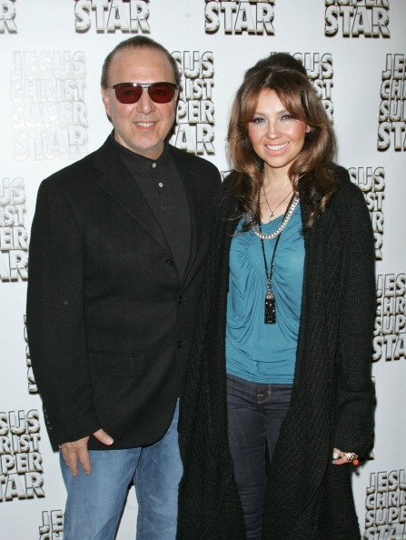 El multimillonario empresario, Tommy Mottola, le regal a su esposa, Thala, un rancho ubicado en el estado de Colorado valorado en $47 millones de dlares.  En el 2009, Thala tambin recibi un heli