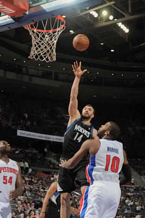 Pekovic leads Wolves' 105-82 rout of Pistons