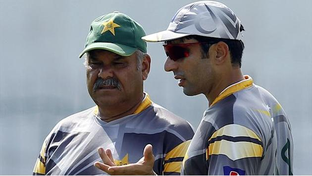 Cricket - Coach Whatmore praises Pakistan for not caving in