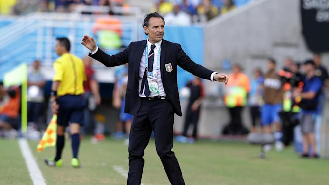 Prandelli quits as coach after Italy's exit
