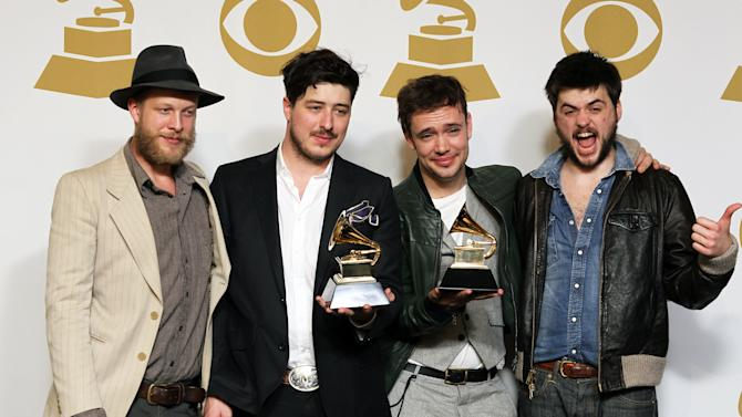 Johnson steps in for Mumford and Sons at Bonnaroo