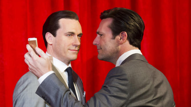 Jon Hamm, right, takes a selfie at the unveiling of his wax figure at Madame Tussauds on Friday, May 9, 2014 in New York. (Photo by Charles Sykes/Invision/AP)