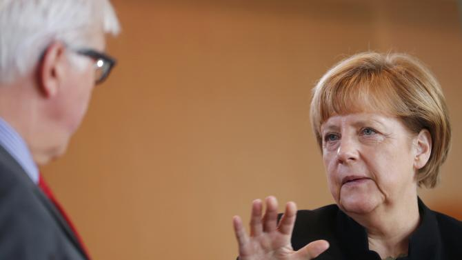 Foreign Minister Steinmeier and Chancellor Merkel arrive for German cabinet meeting in Berlin