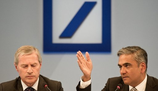 Die Deutsche Bank bricht mit den ehrgeizigen Rendite-Vorgaben aus der ra des langjhrigen Konzernschefs Josef Ackermann. Diese seien &quot;unter den gegenwrtigen Bedingungen nicht zu erreichen&quot;. Das Foto zeigt die Deutsche-Bank-Chefs Jrgen Fitschen (l.) und Anshu Jain