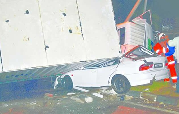 It was an incident that policeman Ruslan Yunus hopes to quickly forget. Ruslan, 35, and his family were travelling in their car along the Butterworth-Ipoh federal route when a two-tonne trailer suddenly went out of control and crashed, resulting in its container falling on his Proton Wira on Monday night. (Malay Mail photo)