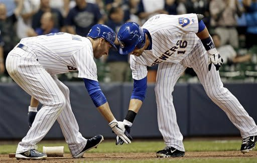 Ramirez, Hart lead Brewers to 9-3 win over Pirates