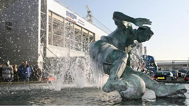 League One - Preston pay tribute to Sir Tom Finney, draw with Leyton Orient