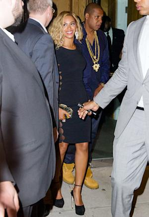 Beyonce Changes Hair Yet Again, Parties With Jay Z After Skipping MTV VMAs