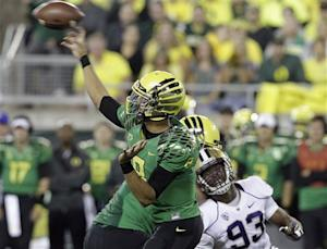No. 2 Oregon defeats No. 23 Washington 52-21