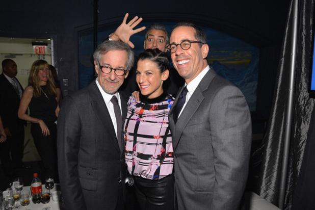 George Photobombs Spielberg/Seinfeld George_Clooney_Photobombs_Jerry_Seinfeld_-a7adcfc026fc92af05a7d7336f13fd6e