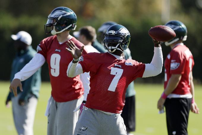 Vick says Foles ready to start at QB for Eagles