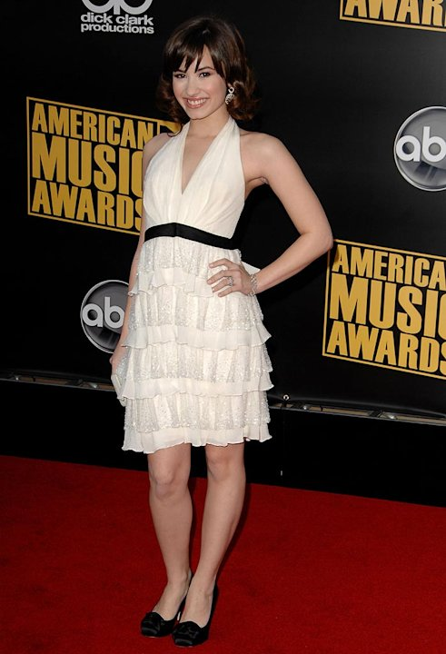 Demi Lovato arrives at the 2008 American Music Awards held at Nokia Theatre L.A. LIVE on November 23, 2008 in Los Angeles, California.