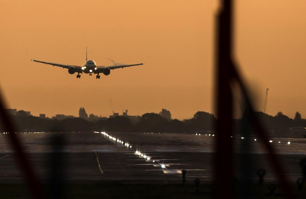 Britain backs Heathrow airport expansion despite splits