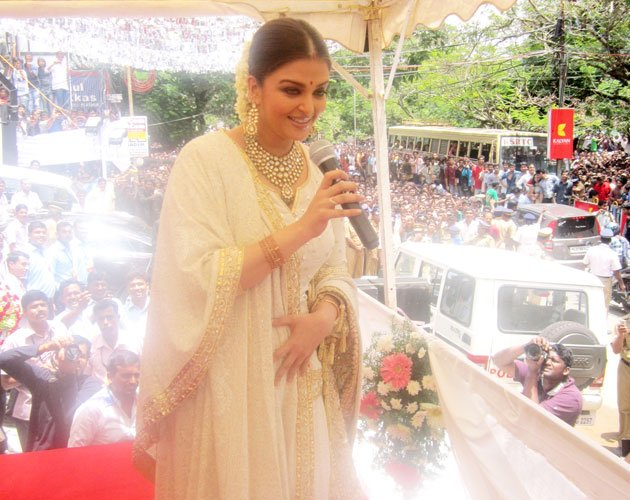 Aishwarya needs no photos …