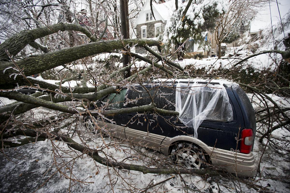 Power Outage in east coast leaves almost one million without power