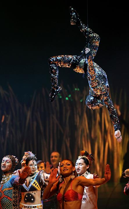 Oct 05,  · Kurt McGlaughlin discusses the math behind the physical structures in the John Labatt Centre in London, Ontario that support the Cirque Du Soleil show, Dralion.