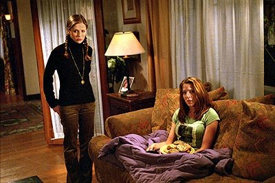 Sarah Michelle Gellar and Elizabeth Anne Allen of Buffy The Vampire Slayer 
