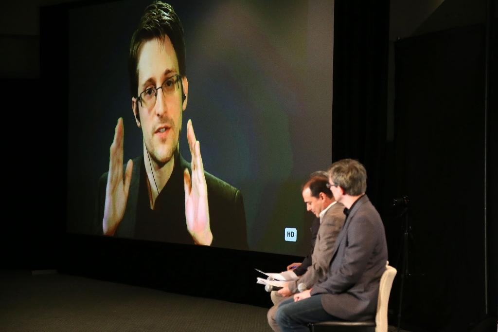 Russia says Edward Snowden can stay until 2020