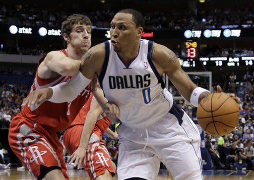 Nowitzki scores 35, Mavericks beat Rockets 117-110