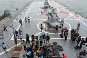 Indonesian's Navy personnel prepare the dead bodies…