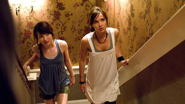 Emily Browning Arielle Kebbel The Uninvited Production Stills DreamWorks 2009
