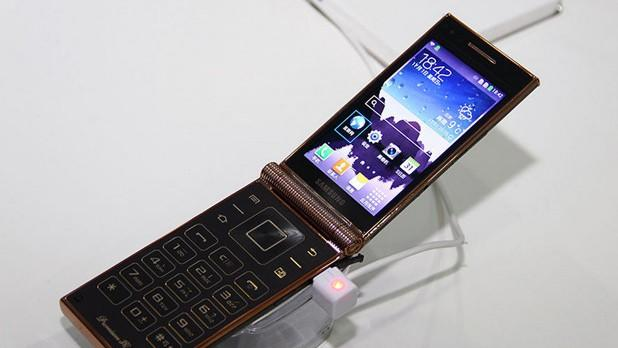 Samsung's dualscreen W2014 is world's first Snapdragon 800 flip phone