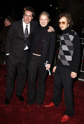 Jason Lee , Carmen Lee and Beck at the Hollywood premiere of Vanilla Sky