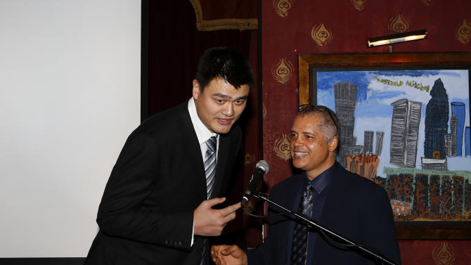 IMAGE DISTRIBUTED FOR NBA ALL STAR BRUNCH - BDA CEO Bill Duffy, right, congratulates former NBA player Yao Ming during the 2013 NBA All Star Weekend at the House of Blues on Sunday, Feb. 17, 2013 in Houston. (Photo by Aaron M. Sprecher/Invision for BDA Sports-BFI All Star Brunch/AP Images)
