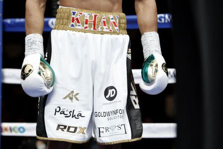 Khan donates 30,000 pounds shorts to Peshawar school