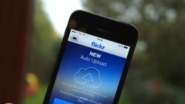 Flickr app gains autoupload feature in iOS 7 update