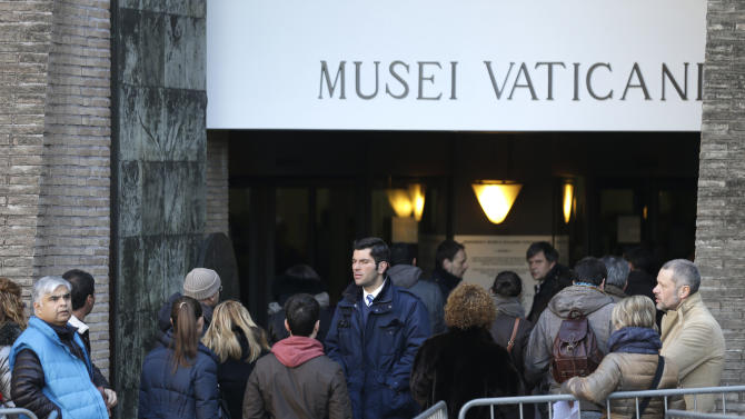 It's 'cash only' now for tourists at the Vatican