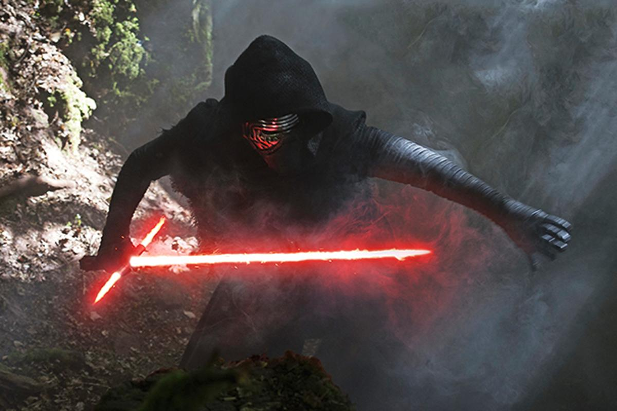 ignites their lightsaber to fight Kylo Ren in new 'Star Wars: The Force Awakens' footage