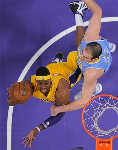 Lakers hit 17 3-pointers, win 122-103 over Denver