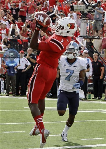 No. 19 Louisville holds off North Carolina 39-34
