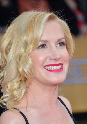 'The Office' Star Angela Kinsey …
