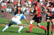 Toulon's N°8 Chris Masoe (R) tries to avoid Castres' centre Romain Cabannes during their French Top 14 rugby union match at the Mayol stadium in Toulon, southern France. Toulon won 33-12