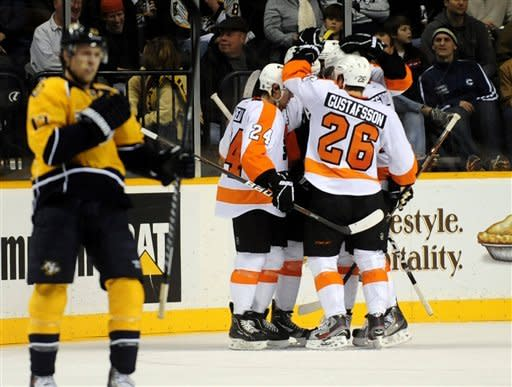 Rinne stops 36 shots as Predators beat Flyers 4-2