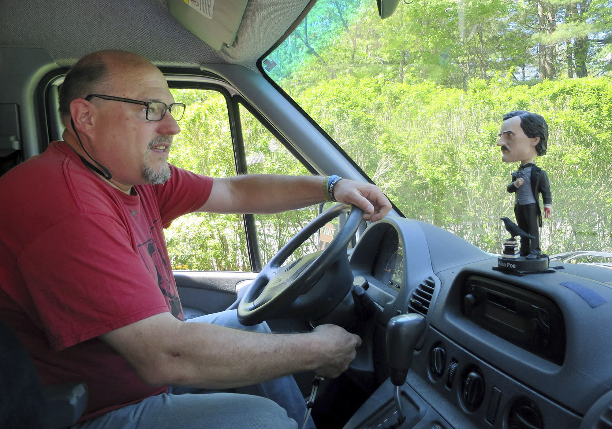 Maine man to explore final resting places of poets in South
