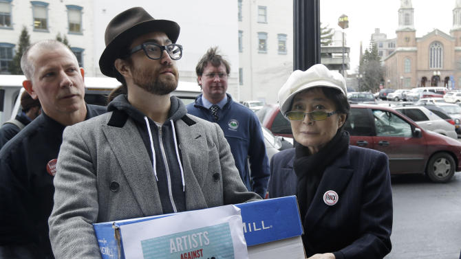 Groups deliver cases of comments on NY gas regs