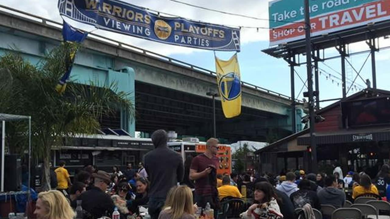 Warriors fans celebrate win at viewing party in SF