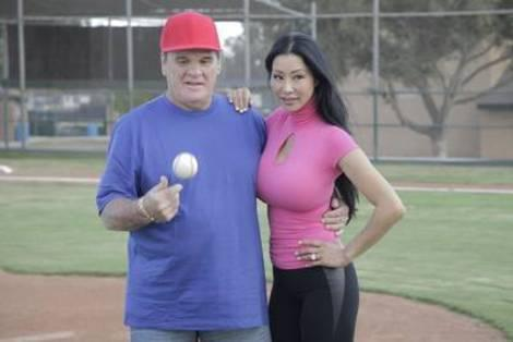 Pete Rose, Kiana Kim give fans a different perspective on 'Hits & Mrs.'