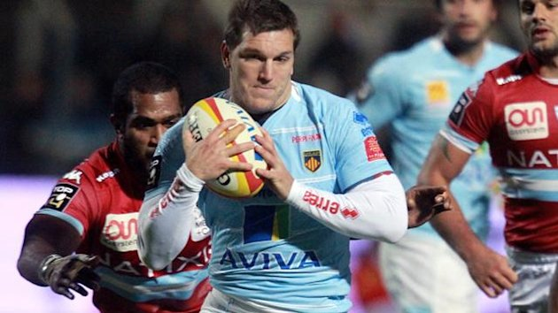 Perpignan winger Adrien Plante is tackled by Racing-Métro center Henry Chavency on October 27, 2012 (AFP)