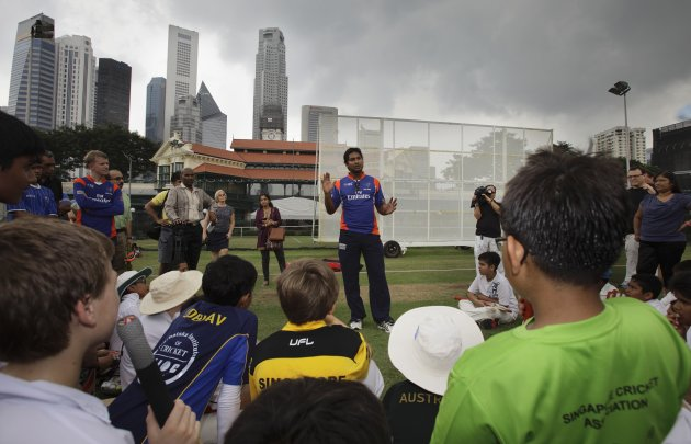 Photo: Sangakkara, Arnold & Murali Conduct coaching session at Singapore