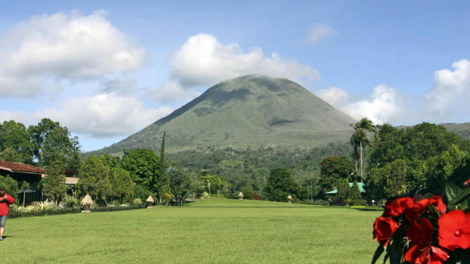 Mount Lokon spews volcanic smoke as seen from Tomohon, North Sulawesi, Indonesia, Monday, July 18, 2011. The volatile volcano in central Indonesia has erupted again Monday, spewing ash almost 2,000 feet (600 meters) into the air.(AP Photo)