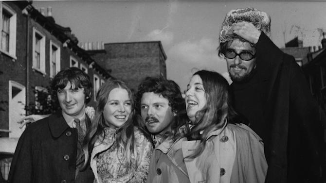 """FILE - In an Oct. 6, 1967 file photo Scott McKenzie, center, poses with  """"The Mamas And The Papas"""" in  London. From left to right are Denny Doherty, Michele Gillian, Scott McKenzie, Cass Elliott and John Phillips.  (AP Photo/Worth)"""