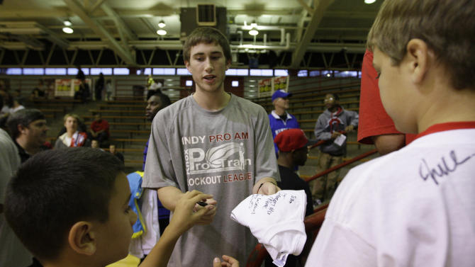 Utah Jazz's Gordon Hayward signs autographs for fans before the start of a Indy Pro Am Lockout League basketball game in Indianapolis, Saturday, Sept. 24, 2011. (AP Photo/Darron Cummings)