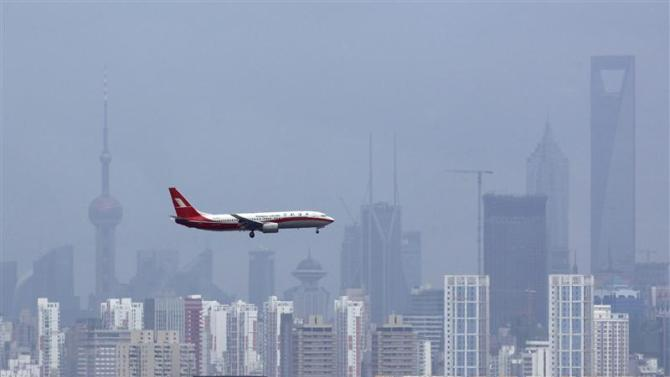 File photo of a Shanghai Airlines' passenger airliner flying towards Hongqiao Airport in Shanghai