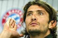 &#39;Let&#39;s stop them right there!&#39; -  Lizarazu says Bayern Munich must finally topple Borussia Dortmund